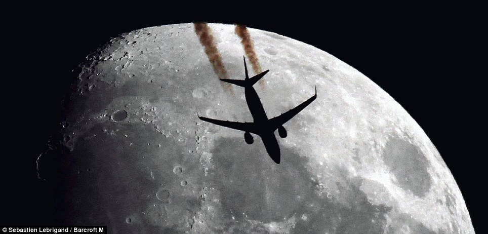 airplain-moon